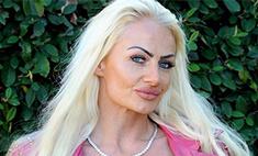«Живая Барби» копит деньги на силиконовую грудь для 12-летней дочери