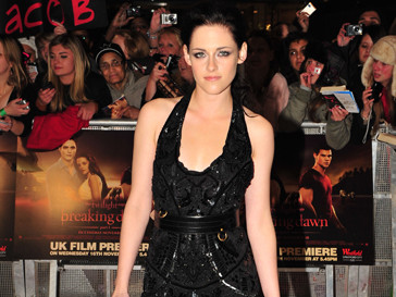 Кристен Стюарт (Kristen Stewart) подписала контракт с модным брендом Balenciaga