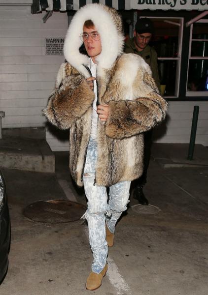 Модный провал: Джастин Бибер и его меховая шуба