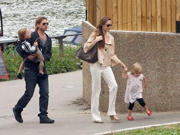 Семейство Джоли-Питт отправилось в Глазго на частном экспрессе