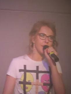 Ксения Собчак читает революционный рэп.