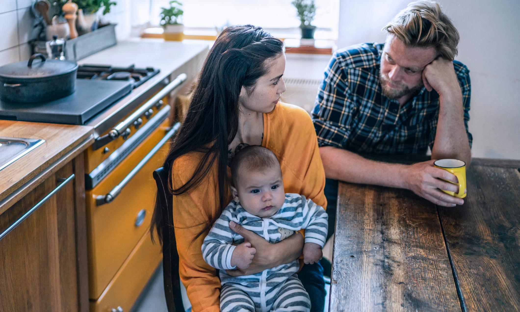Почему мамы такие чуткие, а папы— нет: мнение психолога