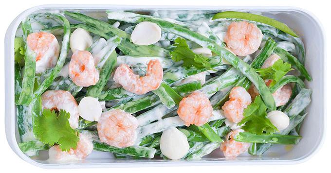 Салат из зеленой фасоли и креветок с миндалем