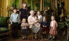 Милота дня: Елизавета II в окружении юных наследников