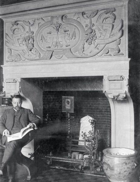 Архитектор Ф.О. Шехтель в кабинете собственного дома в Ермолаевском переулке (ныне - Посольство Уругвая). 1890-е годы.