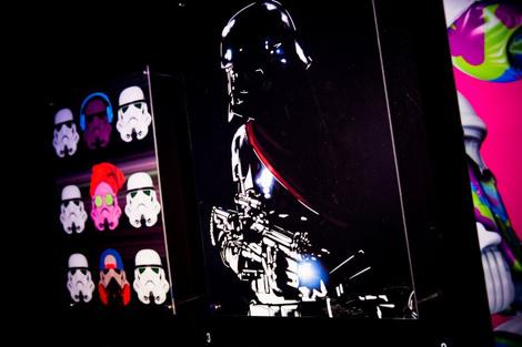 Идут на штурм: в «Цветном» открылась выставка в честь «Звездных войн»   галерея [1] фото [7]