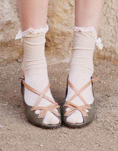 Босоножки с носками