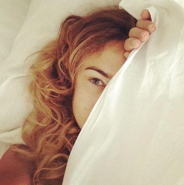 Алена Водонаева проснулась возбужденной