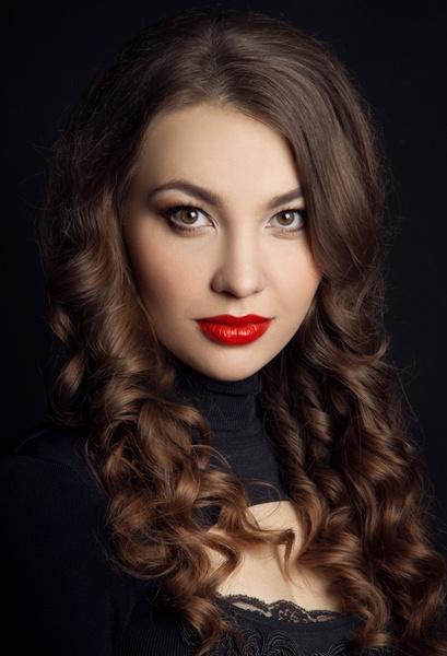Юлия Абакановская - красноярская актриса