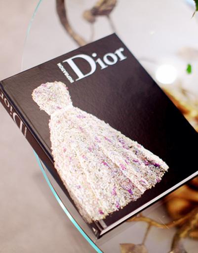В альбоме Dior собраны все самые красивые платья модного Дома