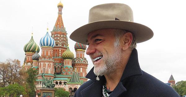 Приключения танцующего миллионера в России