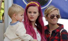 Дочь Риз Уизерспун покрасила волосы в розовый