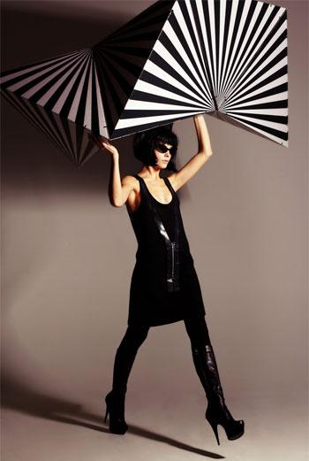 LOVE CORPORATION «Мы хотели сделать простое и лаконичное платье, с элементами из натуральной кожи. Обычно она в купе с черным цветом и металло присутствует в S&M эстетике – нам хотелось обыграть это в самом современном минималистичном ключ, чтобы платье было сексуальным и при этом стильным. Оно же и «маленькое черное платье» – но в нашем понимании». АНАСТАСИЯ, ЕВГЕНИЯ, АЛЕКСАНДР
