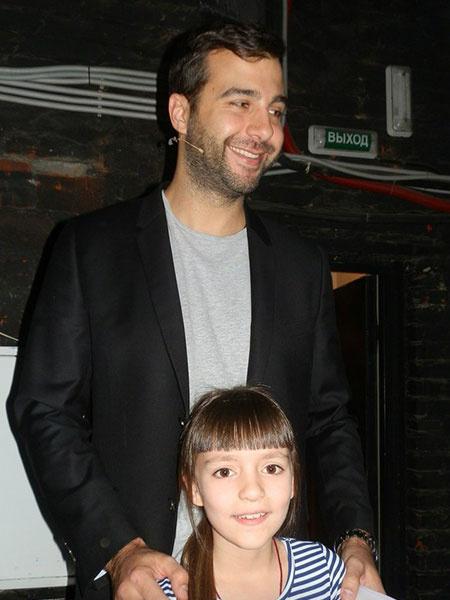 Юная саксофонистка из Балакова поздравила Олега Табакова с юбилеем