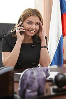Депутат Алина Кабаева творчески подошла к проблеме распространения спорта среди молодежи.