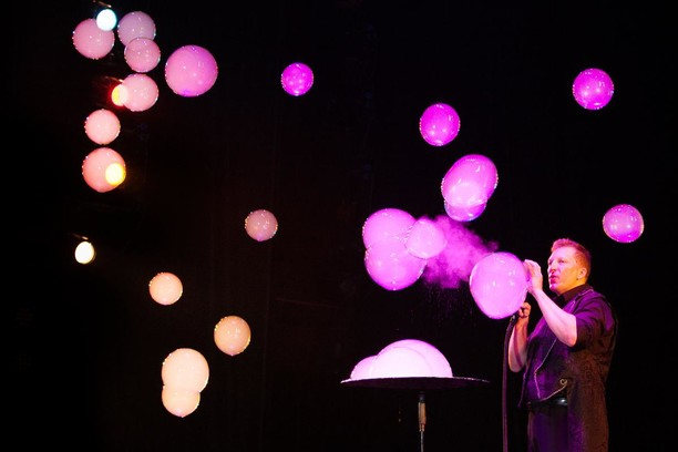 Выиграй пригласительные на шоу мыльных пузырей Bombolla