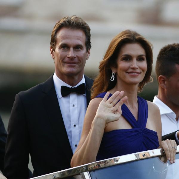 Синди и ее муж Рэнди Гербер в числе гостей на свадьбе Джорджа Клуни