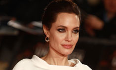 Анджелина Джоли примерила наряд в стиле ретро