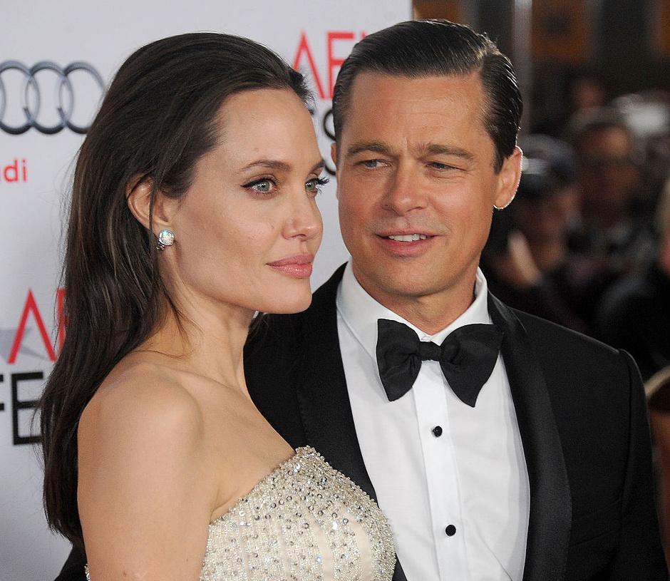 Анджелина Джоли получила право временной опеки над детьми