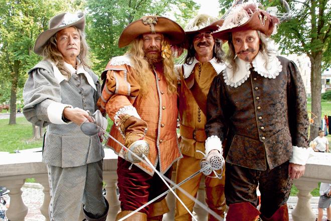 На съемках «Сокровищ кардинала» мушкетеры снова вместе.