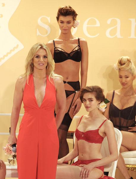 Бритни Спирс на презентации своей линии нижнего белья