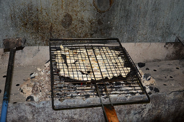 Начинка для лепешек фахитос жарилась на углях