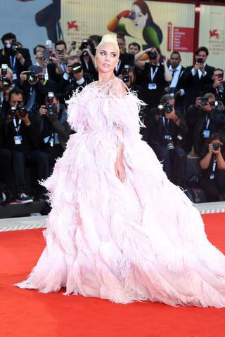 Звездные платья, которые прославили своих стилистов