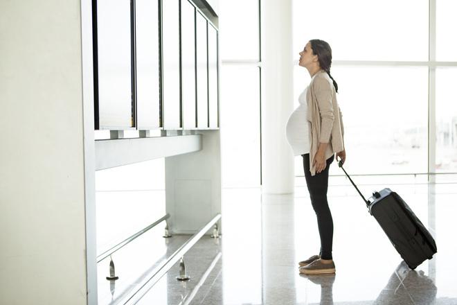 СКпроверит действия служащих авиакомпании, непустивших наборт беременную женщину