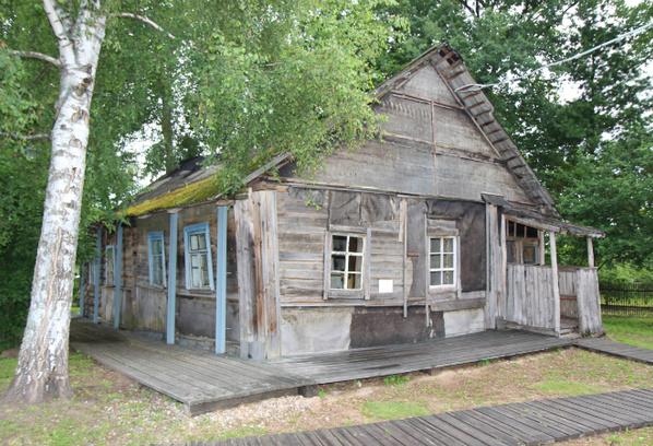 Дом Довлатова в деревне Березино