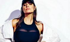 Плюс-сайз модель Эшли Грэм позирует в бикини
