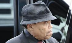 Отец Майкла Джексона требует от его врача полмиллиарда долларов