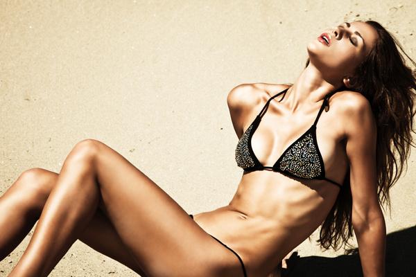 Средства с SPF-фактором помогут избежать появления пигментации кожи.
