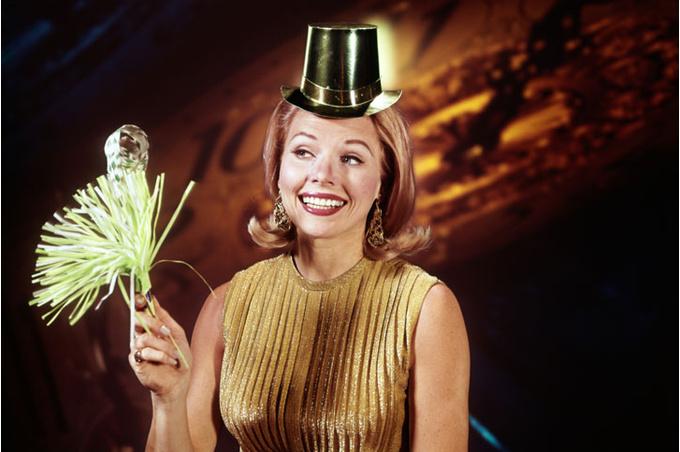 Женщина в золотой шляпе
