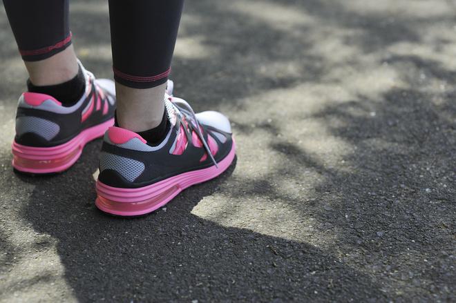 как разносить кроссовки