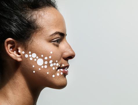 шелушащиеся пятна на лице