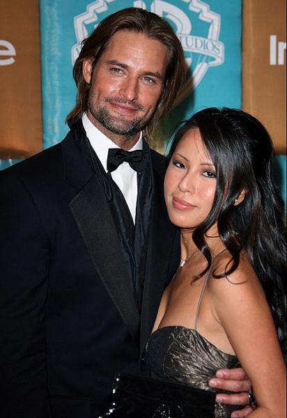 Джош Холлоуэй с женой