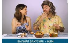 итальянцы пробуют русскую деревенскую еду делятся впечатлениями видео