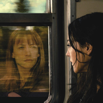 Фильм-коллаж от сценаристки Франсуа Озона о том, как одна женщина постепенно превращается в другую.