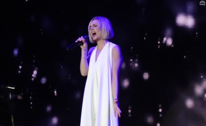 Полина Гагарина на концерте в Красноярске