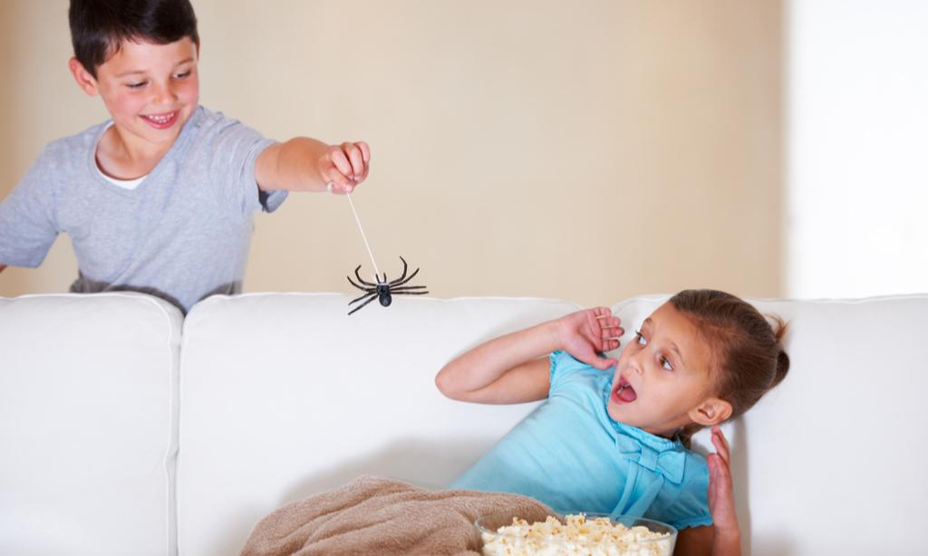 Если малыш боится врачей, грозы, темноты: надо ли бороться с детскими страхами