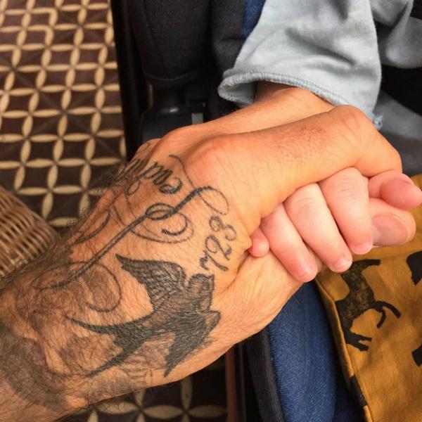 Лив Тайлер показала помолвочное кольцо