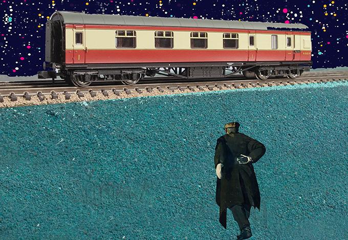 Поезд и мужчина, спешащий к нему