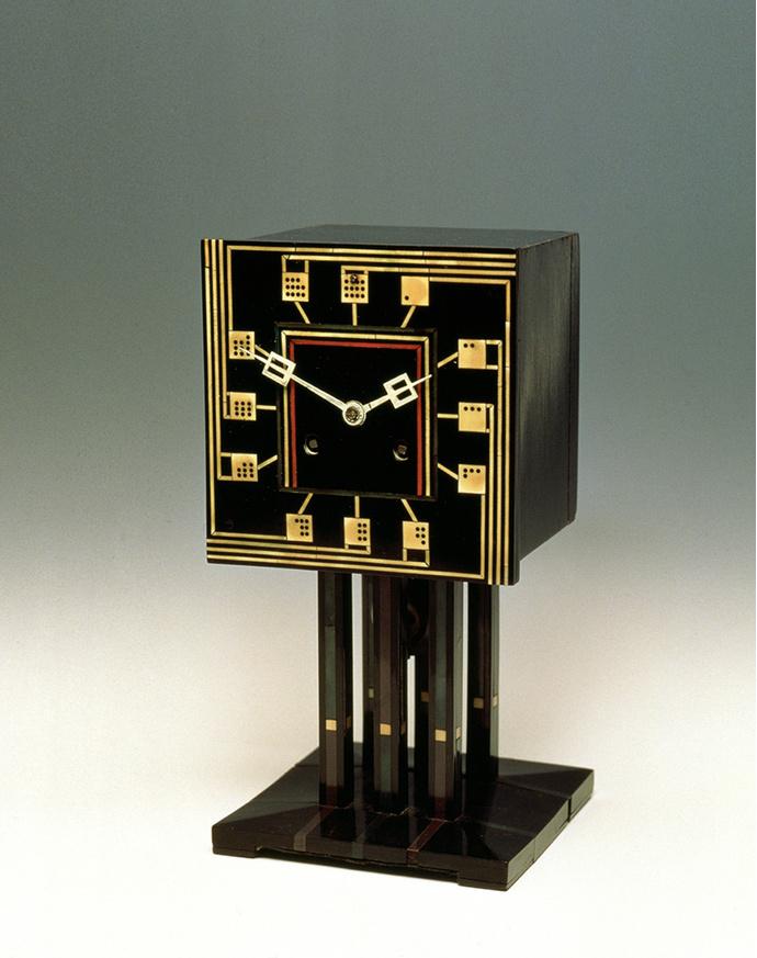Часы по рисунку Макинтоша произведены компанией H.Blairman & Sons в 1917 году в трех экземплярах. Один из них в 2005 году был продан на аукционе за 450 000 фунтов.