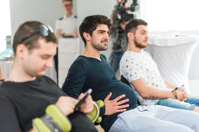 поменялись местами: как мужчины стали беременными?