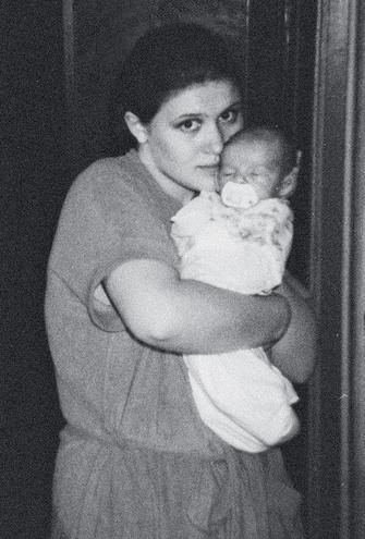 Ольга в 18 лет, с Наташей