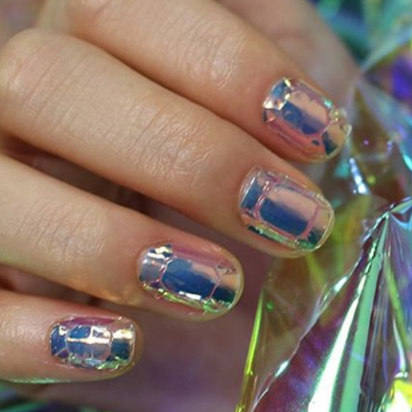 Стеклянные ногти: новый тренд в маникюре