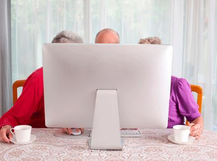 Трое за компьютером