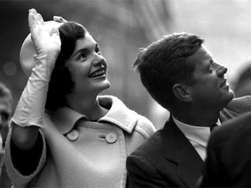 Джек и Жаклин Кеннеди научились смотреть в одну сторону и не замечать, что их отношения разделяет Мэрилин Монро.