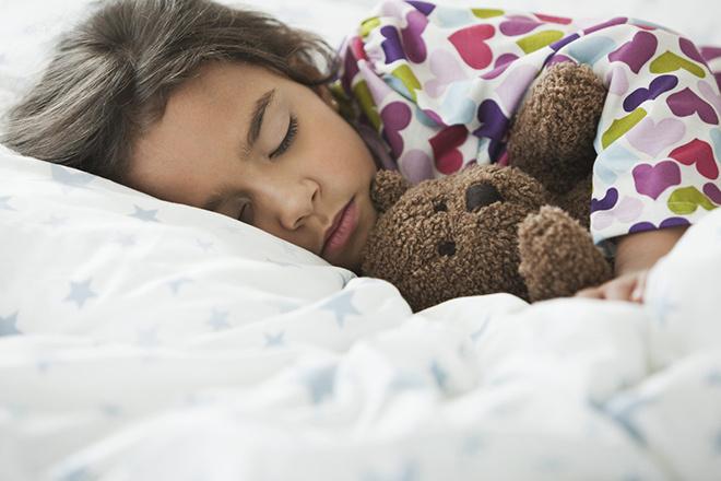 как правильно будить ребенка по утрам