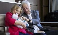 Билл и Хиллари Клинтон показали внучку